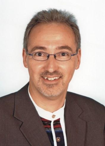 DI Michael Fleischmann Nach dem Studium an der Technischen Universität (Raumplanung und Raumordnung) und nach Ablegung der Ziviltechnikerprüfung gründete er ... - michael_original-01
